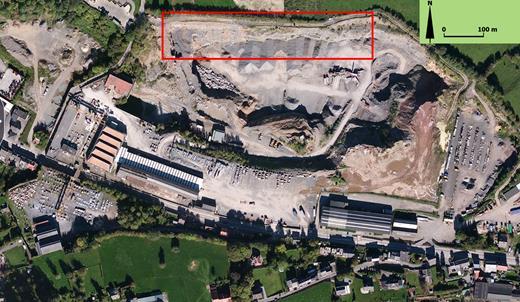 Vue aérienne de la Carrière du Coreux (cliché Google Earth(c)). Les phénomènes karstiques étudiés se localisent sur le flanc nord, souligné par un encadré rouge.