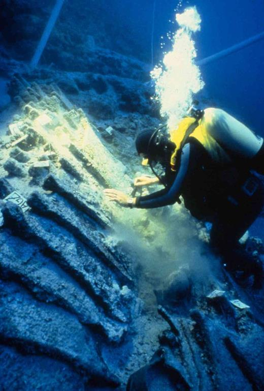 Recovering an exceptional cargo of metal objects from a Bronze Age ship at Ulu Burun, Turkey. Photo © Institute of Nautical Archaeology